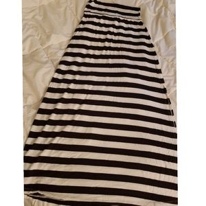 Black and White stripped maxi skirt with a slit